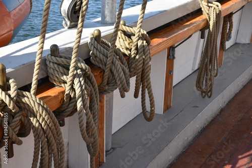 Aluminium Schip Ship ropes rigging of an old sailing ship