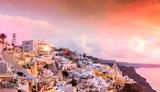 Fira à la tombée du jour, archipel des Cyclades en Grèce - 194564853