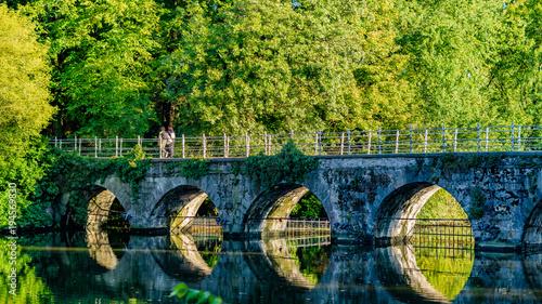 Belgia, Brugge Minnewater Bridge, Lago Minnewater Siedmiobrzegowy most z cegły i bluestone, zwieńczony żelazną parapet Brugia