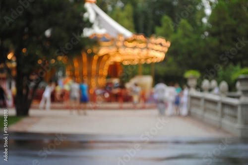 Foto op Aluminium Amusementspark Карусель в парке. Размытая карусель. Парк аттракционов. Эффект боке.