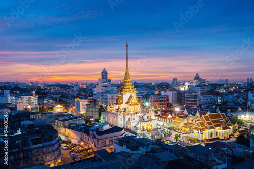 Fotobehang Bangkok Bangkok, Thailand : 2017,NOV 27 - Wat Trimitr in Chinatown in sunset at Bangkok, Thailand.