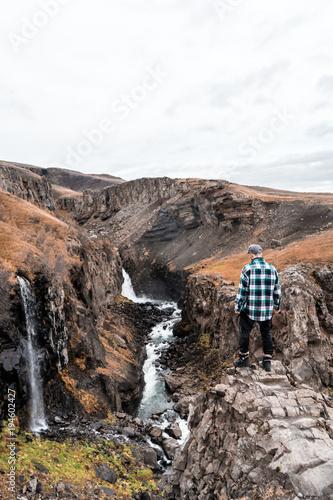 Fotobehang Zalm Iceland hiking - Hengifoss