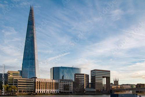 Fotobehang London London, England Stadtpanorama mit Blick über die Themse auf Sehenswürdigkeiten bei sonnigem Wetter