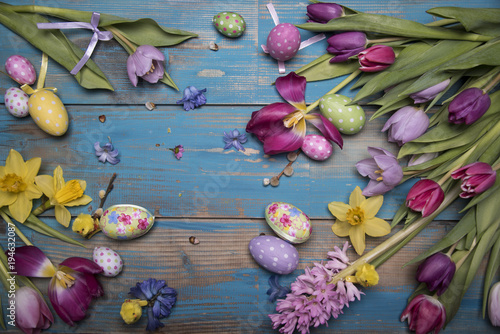 Poster Water planten easter eggs and spring flowers on vintage background