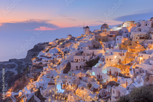 Fotobehang Santorini Idyllic view on traditional architecture of Santorini at dusk
