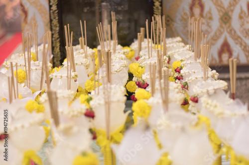 Plexiglas Boeddha Flowers, incense Buddha