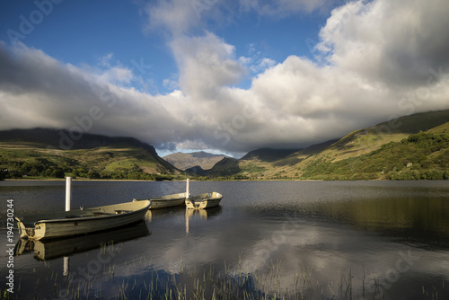 Aluminium Donkergrijs Landscape image of rowing boats on Llyn Nantlle in Snowdonia at sunset