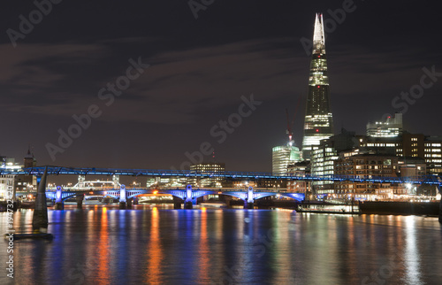 Papiers peints London Beautiful landscape image of the London skyline at night looking along the River Thames