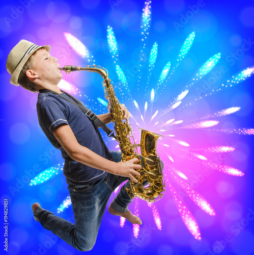 Leinwanddruck Bild Teen playing saxophone
