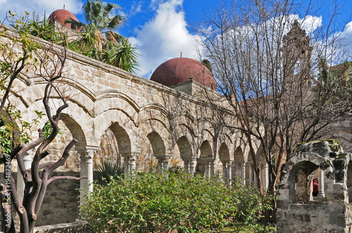 Fotobehang Palermo Palermo, rovine del chiosro di San Giovanni degli eremiti