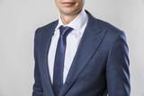 бизнесмен в костюме с галстуком