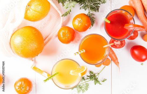 Papiers peints Jus, Sirop Mix juices, carrot, orange, apple and tomato drinks.