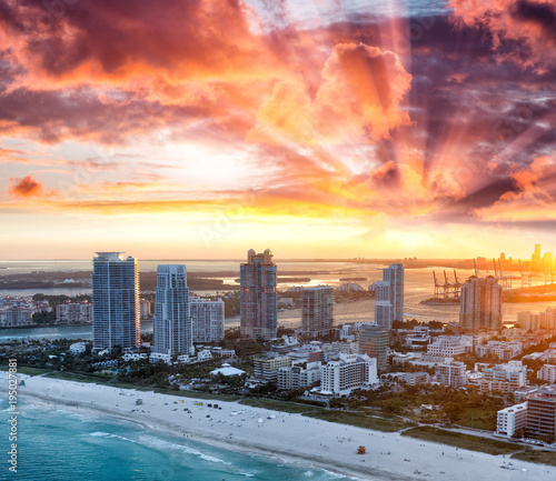 Plexiglas Crimson Miami Beach aerial skyline on a beautiful winter sunset