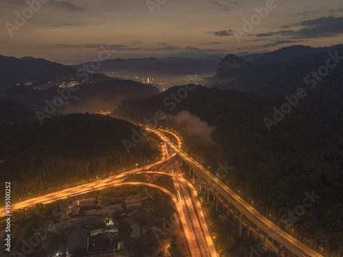 Tuinposter Nacht snelweg bypass highway at