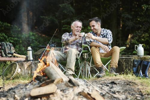 Poster Fishermen drinking coffee beside bonfire
