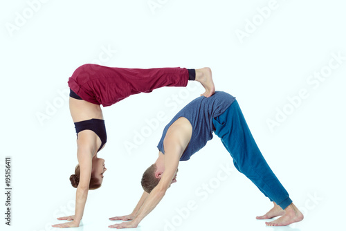 Aluminium Fitness Young athletic couple practicing acroyoga. Balancing in pair