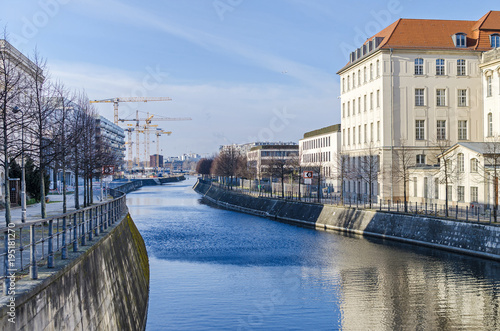 Keuken foto achterwand Berlijn Center of Berlin with the Spree fortified banks and cranes