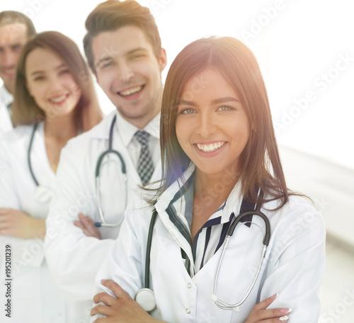 Staande foto Wanddecoratie met eigen foto female doctor with group of happy successful colleagues