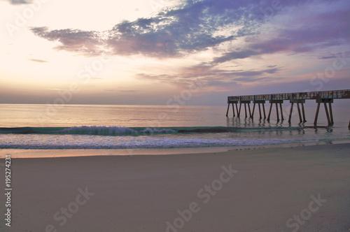 Papiers peints Morning Glory Sunrise at the Pier