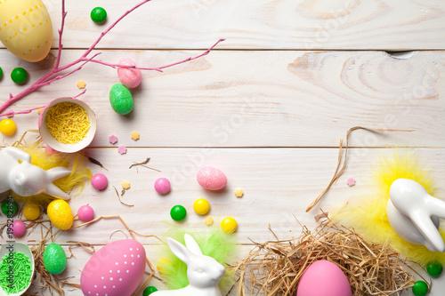 Wielkanocny tło z Wielkanocnymi jajkami