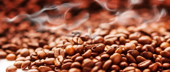 Kaffeebohnen frisch geröstet, Kaffeerösterei © fotoknips