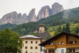 Scorci del borgo di montagna di Campitello di Fassa, Val di Fassa, Trento, Trentino Alto Adige, Italia - 195289811