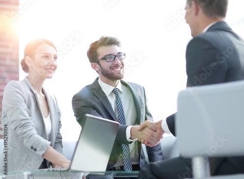 Staande foto Wanddecoratie met eigen foto handshake business partners after discussing the contract