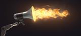 Roboterhand hält Megaphon aus dem Feuer kommt - 195358201