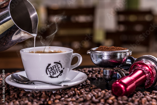 Fotobehang Koffiebonen Coffee. Hot coffee. Coffee beans. Wooden table. Blurred background