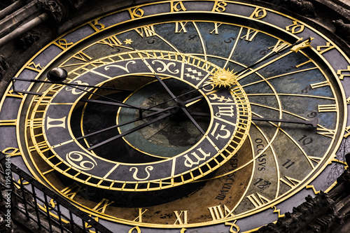 In de dag Praag Prague astronomical clock 'Orloj' on Old Town Hall Prague Czech Republic Europe