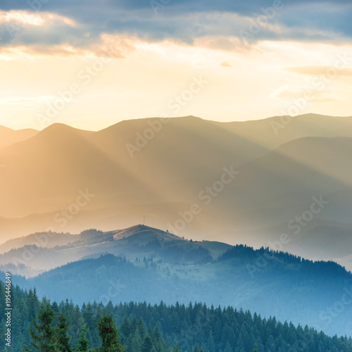 Aluminium Zomer Beautiful sunset in the mountains. Landscape with sun shining through orange clouds