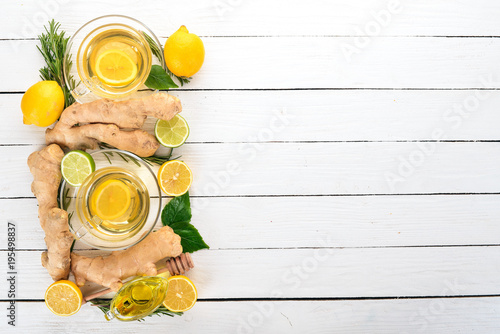 Papiers peints The Tea with mint, ginger and lemon. Hot drink On a wooden background. Top view. Copy space.