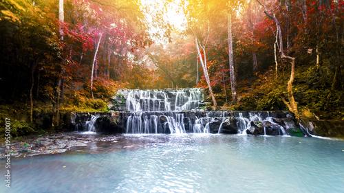 Zdjęcie krajobrazowe, wodospad Sam Sam Nam, piękna wodospad w Tajlandii