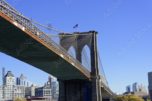 Fotobehang Brooklyn Bridge Seilkonstruktion der Brooklyn Bridge am East River, Manhattan, New York City, USA, Nordamerika