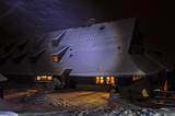 turystyka schronisko nocą  - 195640016