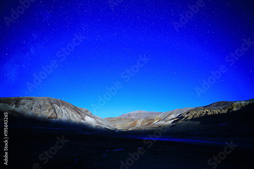 Fotobehang Donkerblauw mountains in tibet china landscape