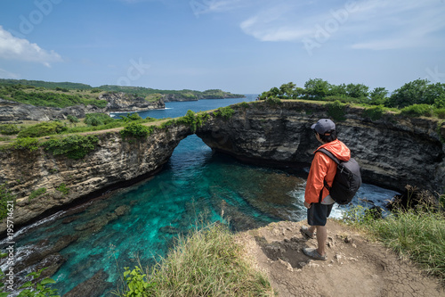 Tuinposter Bali Young traveler at Broken Beach on Nusa Penida Island