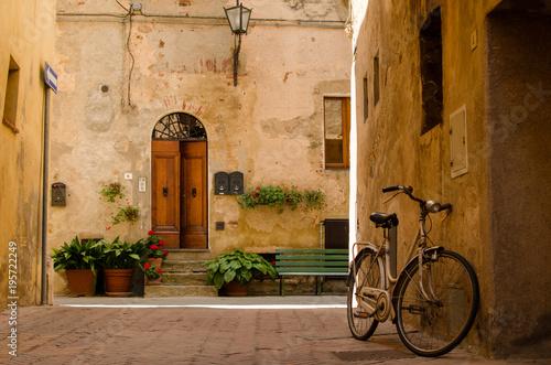 Zdjęcia na płótnie, fototapety na wymiar, obrazy na ścianę : Old street in Pienza, Italy