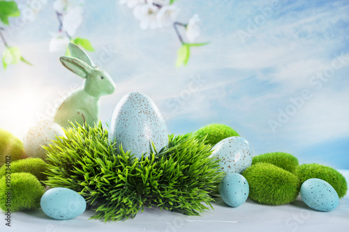 Easter rabbits and eggs - 195734012