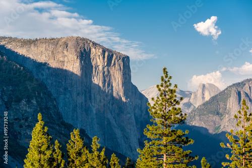 Foto op Aluminium Nachtblauw Yosemite National Park Valley summer landscape