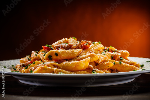 Penne with meat, tomato sauce and vegetables - 195775274