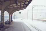 Empty snowy platform on railway station - 195777697