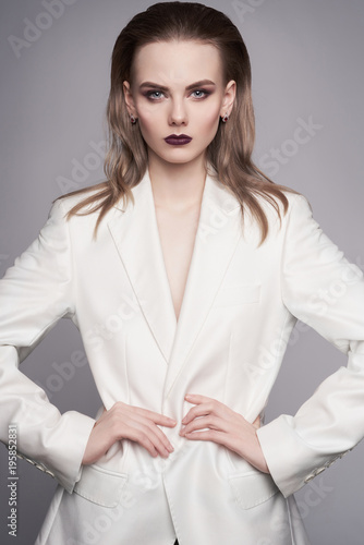Foto op Canvas womenART Elegant woman in white jacket
