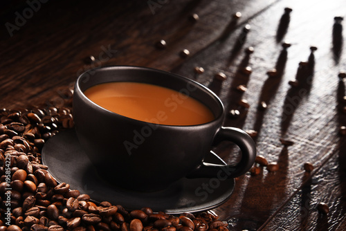 Aluminium Koffiebonen Composition with cup of coffee and beans