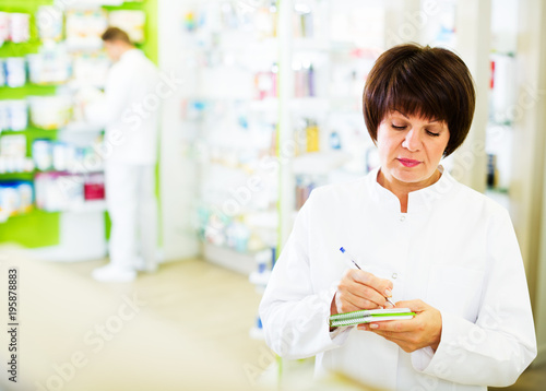 Poster Woman pharmacist in pharmacy