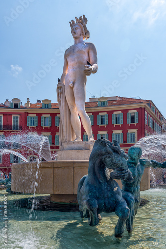 Fotobehang Nice Famous Fountain of the Sun in Place Massena in Nice, France