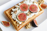 wafer with ricotta and figs - 195913022