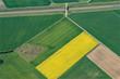 vue aérienne de champs colorés dans le Loiret en France
