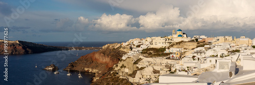 Foto op Canvas Panoramafoto s Panorama view over the city of Oia on the island of Santorini