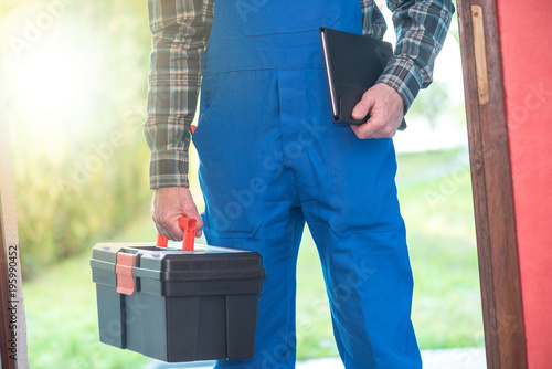 Repairman with toolbox, light effect - 195990452